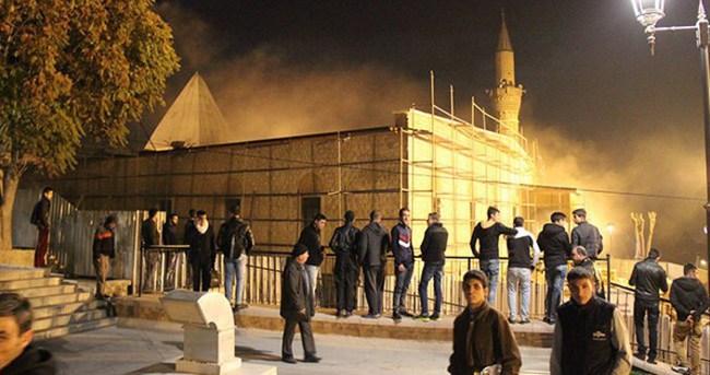 Konya'nın tarihi camisinde yangın
