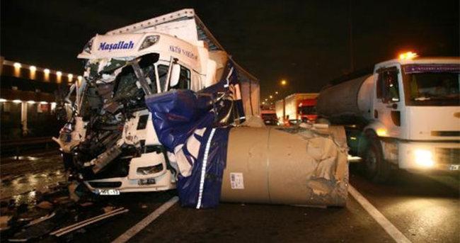 TEM'de TIR kazası: 2 yaralı