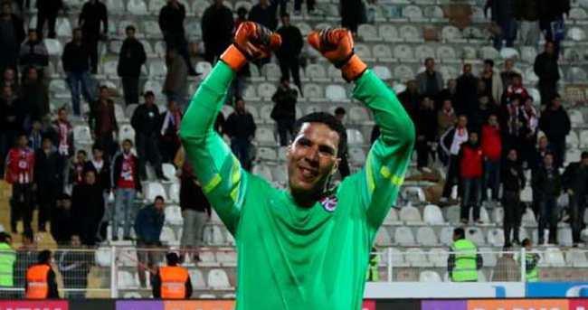 Esteban Alvarado Trabzonspor'dan ayrılıyor