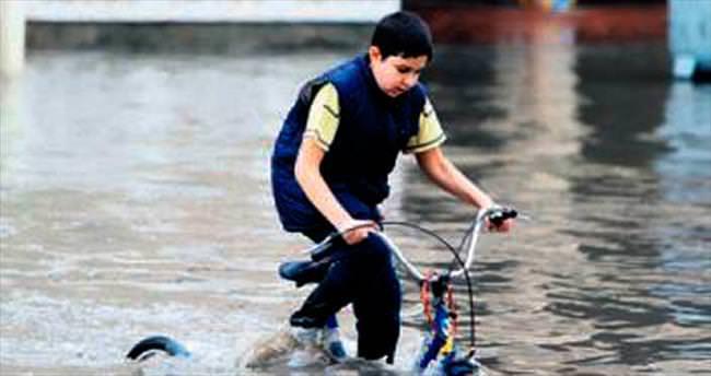 Katar'da bir yıllık yağış bir günde yağdı