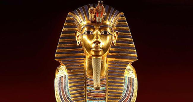 Tutankhamun'un maskesi düştü
