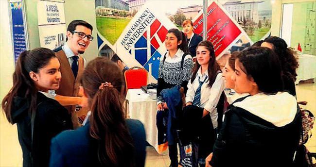 HKÜ tercih fuarında öğrencilerle buluştu