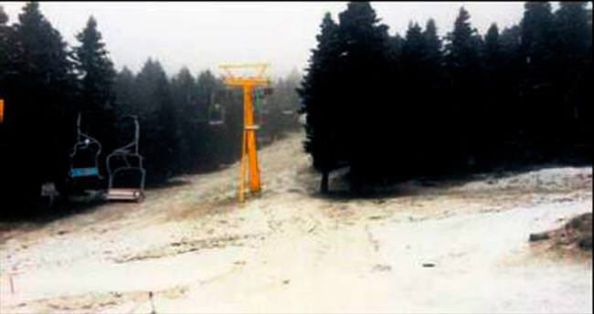 Uludağ'a mevsimin ilk karı yağdı