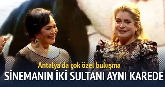 Sinemanın iki sultanı Catherine Deneuve Türkan Şoray aynı karede