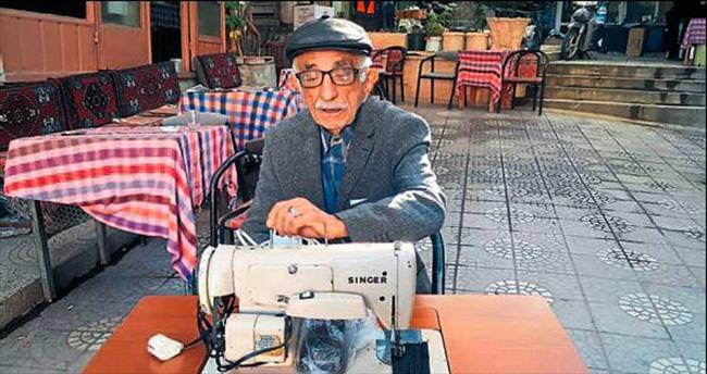 89 yaşında dikiş makinesi onarıyor