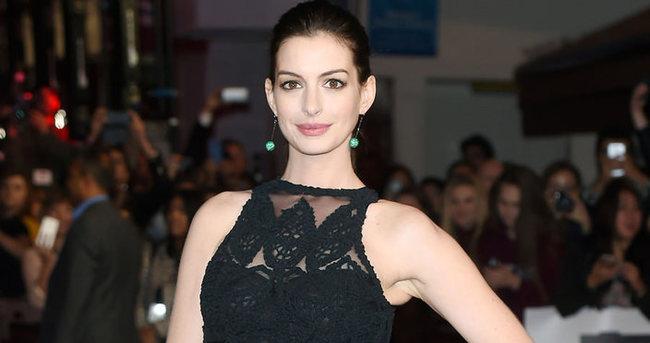 Anne Hathaway 4 aylık hamile