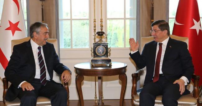 Davutoğlu ve KKTC Cumhurbaşkanı'ndan ortak basın toplantısı