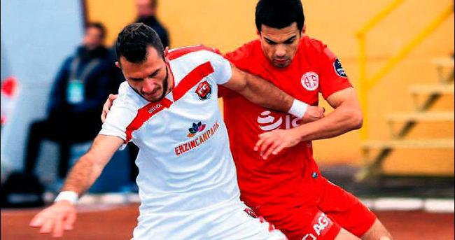 Antalyaspor zor kurtardı