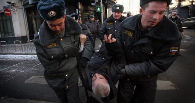Rusya'daki korkunç muameleyi mektupla anlattı