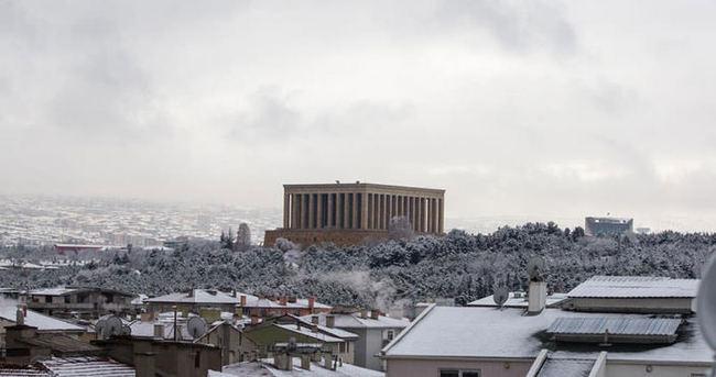 Ankara'da kar yağışı! Yarın okullar tatil mi? (3 Aralık)