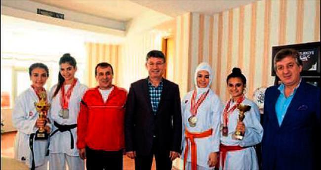 Başkan Yeni karatecileri konuk etti