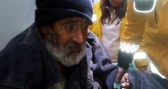 Ormanda kaybolan yaşlıyı, donmak üzereyken jandarma kurtardı