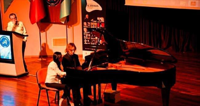 Rüzgar ve Esat piyano konseriyle alkış topladı