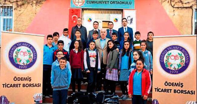 Bin öğrenciye eşofman takımı