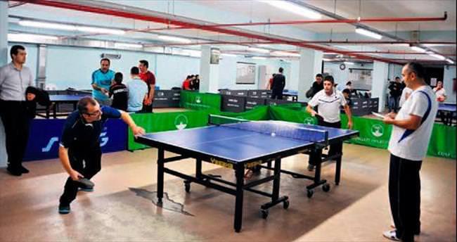 Belediye personeli masa tenisinde hünerlerini sergiledi