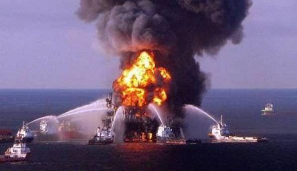 Azerbaycan'da petrol platformunda yangın!