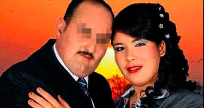 Eşini ve çocuklarını bıçaklayarak öldürdü