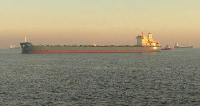 Yük gemisi Ahırkapı açıklarında karaya oturdu