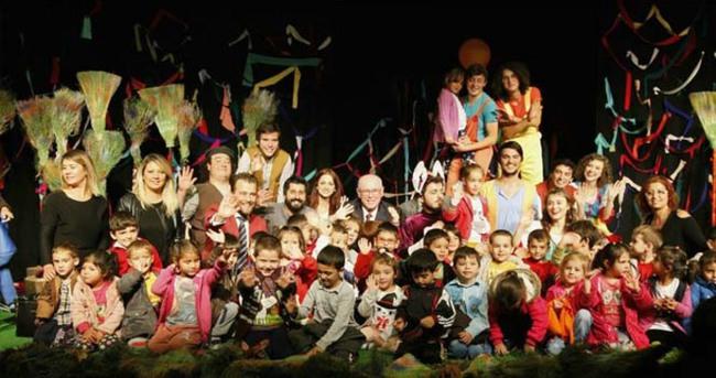 5 bin çocuk tiyatro izledi