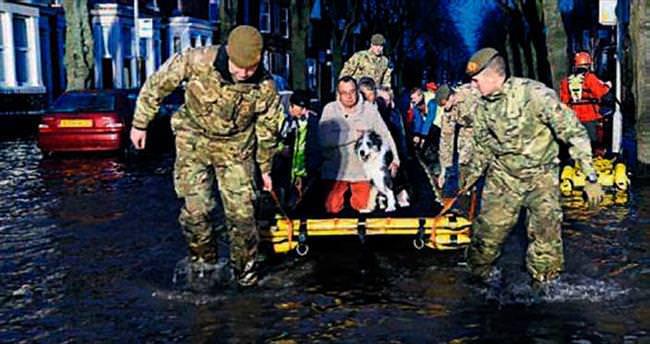 İngiltere'de sele ordu müdahale etti