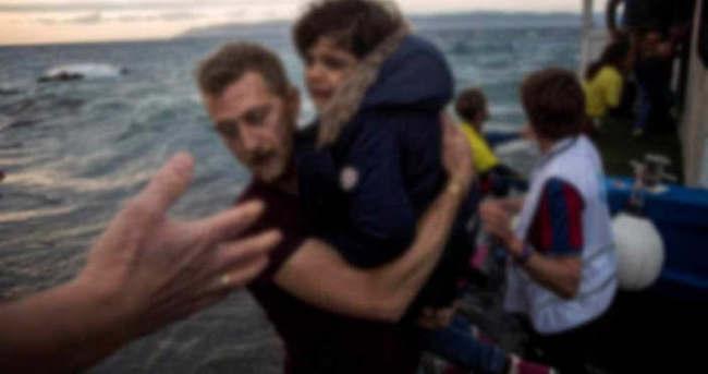 Ege'de mülteci botu battı!