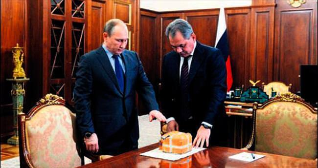 Putin'den 'Kara Kutu' şovu