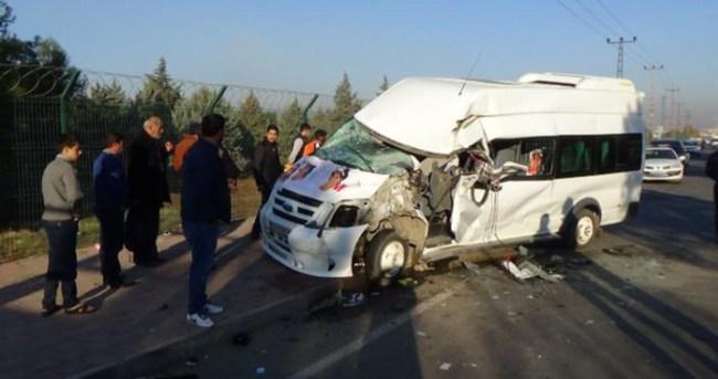 Öğrenci servisi çöp kamyonuyla çarpıştı: 8 yaralı