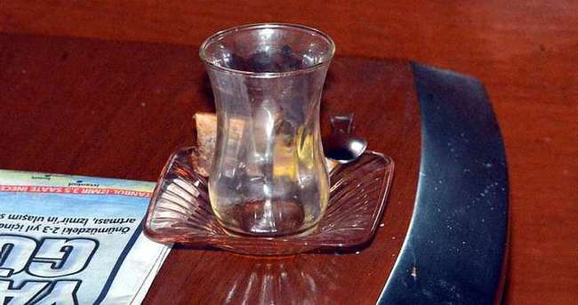 Bir bardak çay içti, 35 bin lirası dolandırıldı