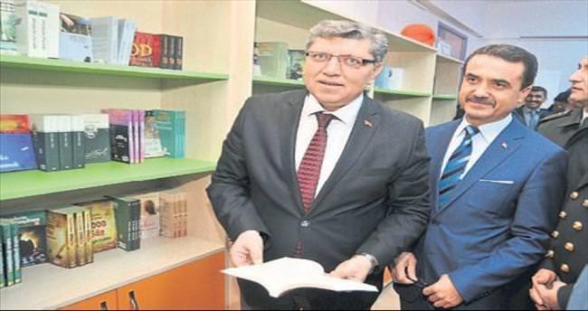 Mersin polisinden altı kütüphane