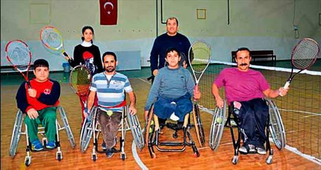 Engelli sporcular tenis kortlarında