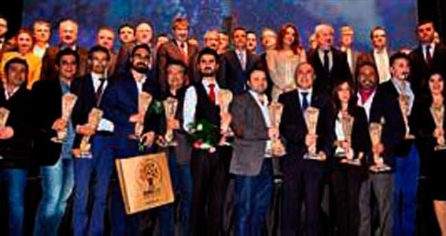 Başarılı gazeteciler ödüllerine kavuştu