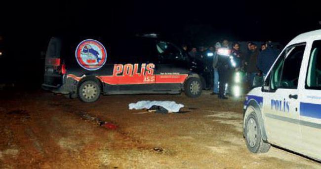 Genç kızı yolda kaçırıp ölüme attılar