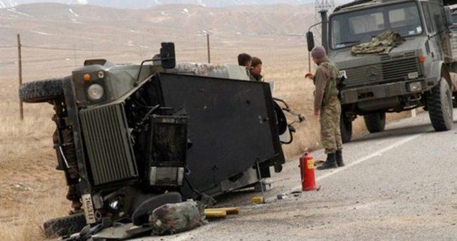 Askeri araç kaza yaptı: 4 asker yaralı