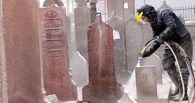 Cami restorasyonunda kayıp mezarlar bulundu