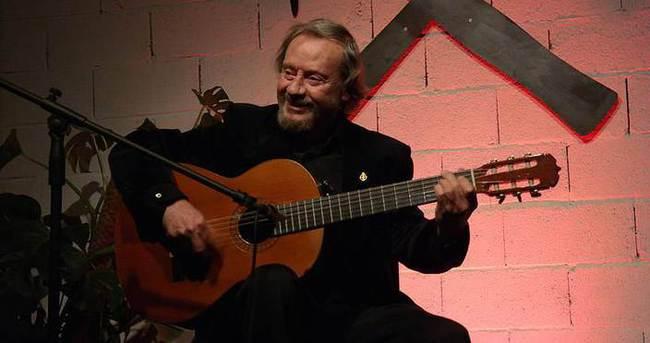 Konserlerine 50 yıllık gitarıyla çıkıyor