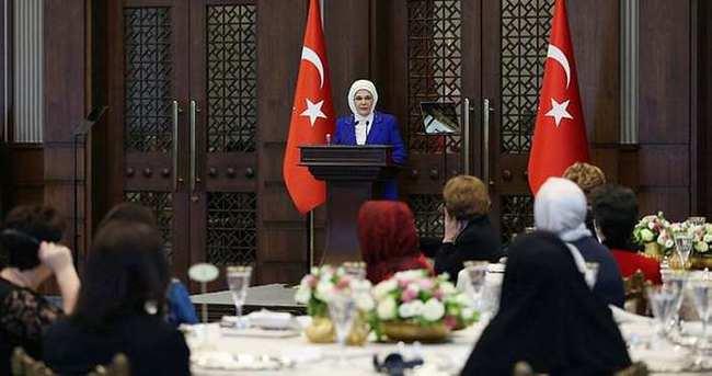 Emine Erdoğan yabancı misyon şeflerinin eşlerine yemek verdi
