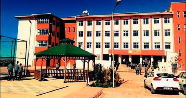 Teröristler okul bastı