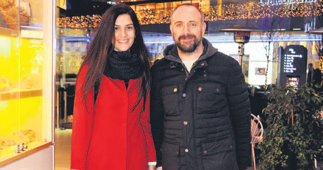 Bergüzar Korel ile Halit Ergenç'in arkasına saklandı