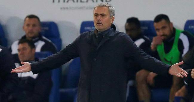 Chelsea, Mourinho'yu kovdu