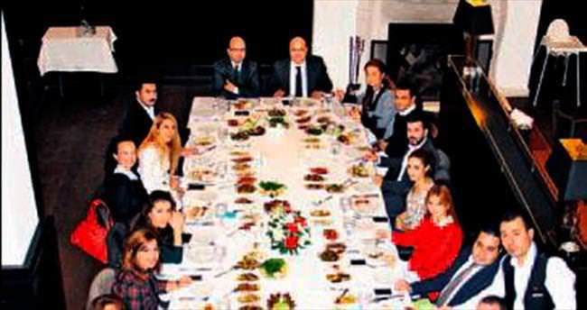 11'inci yıla özel kutlama yemeği
