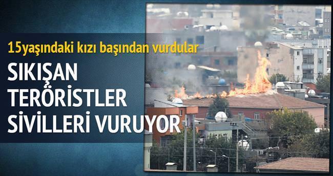 Sıkışan teröristler sivilleri vuruyor