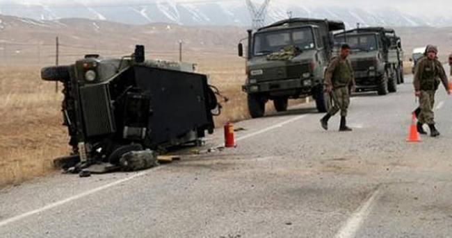 Van'da askeri araç devrildi
