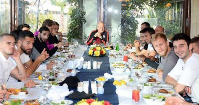Mustafa Denizli'yi Dursun Özbek'e şikayet ettiler