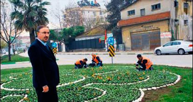 Sokaklar ve caddeler renk renk çiçek açıyor