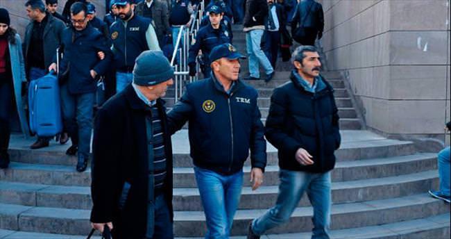 İzmir vakıflar müdürü Paralel'e biat etmiş