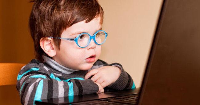 Çocuklara internette yaş sınırı!