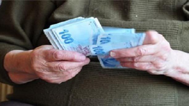 Emekliye 100 lira zam meclisten geçti