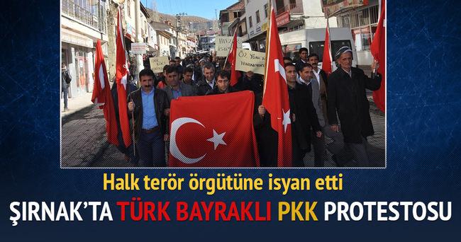 Şırnak'ta PKK'yı Türk bayrakları ile protesto ettiler