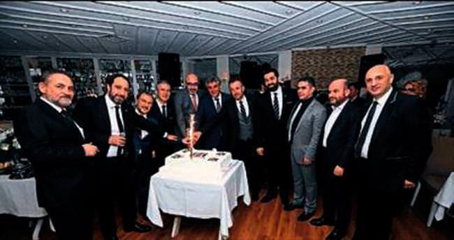İzmir'de siyah-beyaz gece çok renkli geçti