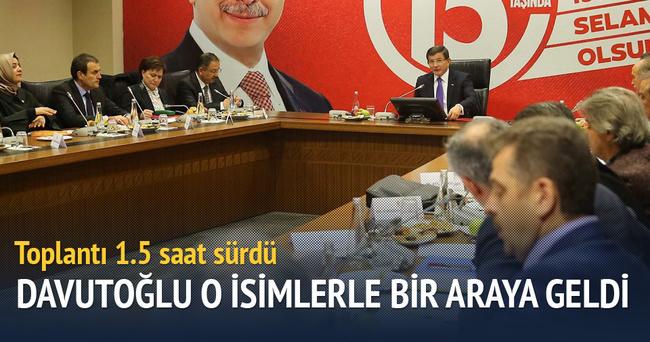 Davutoğlu, AK Partili belediye başkanlarıyla buluştu